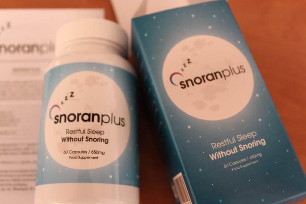 zbliżenie na opakowanie preparatu snoran plus